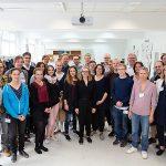 Eine Gruppe von Wissenschaftlerinnen und Wissenschaftlern