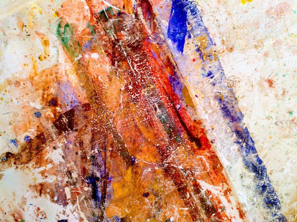 Farbspuren und -spritzer auf dem Atelierboden